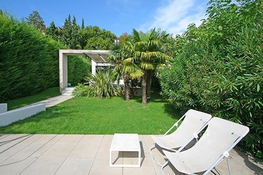 Jardin 25 jardins tr s styl s - Jardin maison moderne ...