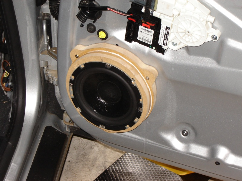 coller hp directement sur la t le int rieure subwoofer haut parleur son multim dia. Black Bedroom Furniture Sets. Home Design Ideas