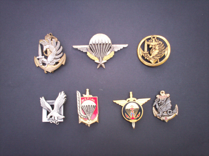 vos insignes metalliques paras coloniaux pins badges ect. Black Bedroom Furniture Sets. Home Design Ideas