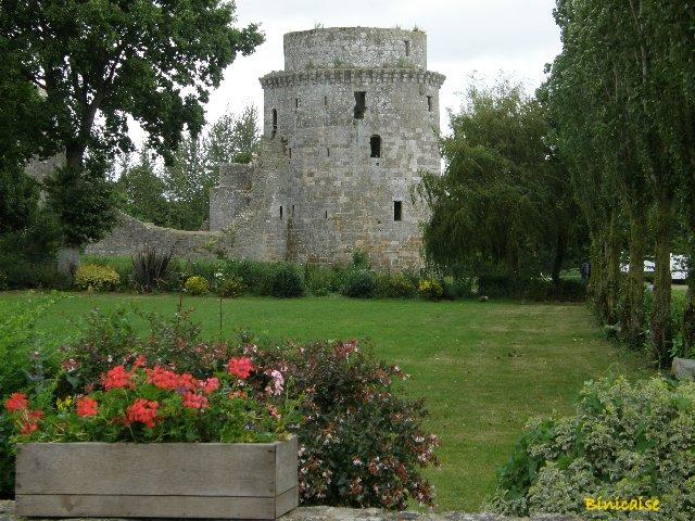 Chateau de la Hunaudaye. 1/2 dans Bretagne p8191013