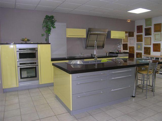 Quelle couleur de mur pour une cuisine avec des meubles for Couleur mur avec carrelage gris
