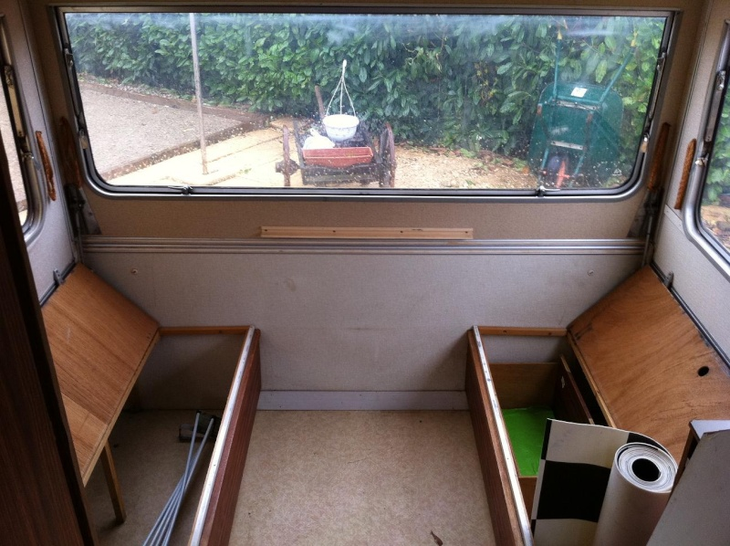 Modification et amenagement d 39 une caravane en atelier la for Deco interieur caravane