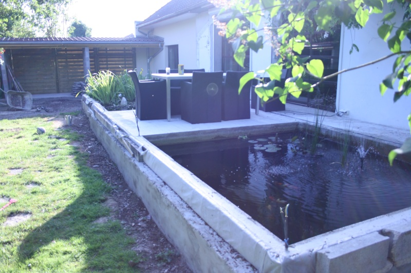 Bassin integr ds une terrasse for Piscine en parpaing
